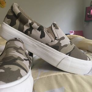 "Camouflage ""Restriction"" shoes"